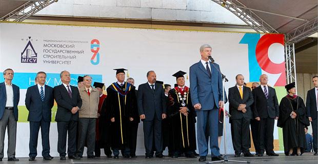 Москвичи занимают треть рабочих мест стройотрасли столицы